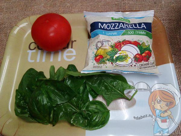 Ингредиенты для приготовелния домашнего капрезе