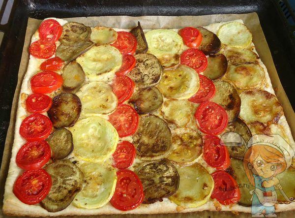 Готовый овощной пирог с кабачками и баклажанами