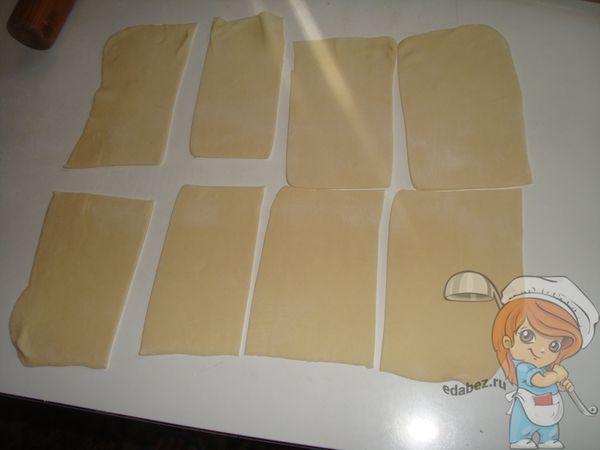 нарезаем тесто на прямоугольники