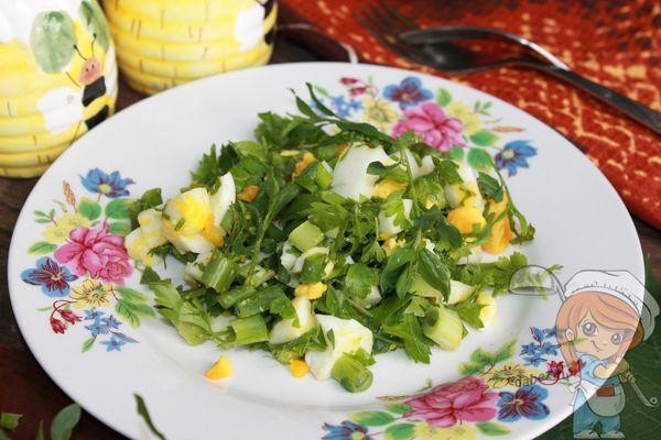простой салат с травой Спорыш