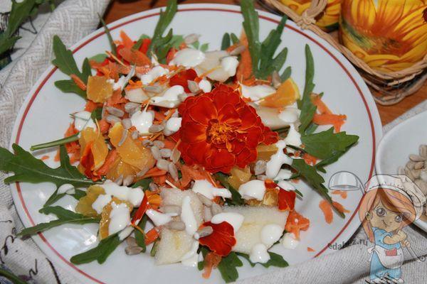 Экзотический салат с бархатцами
