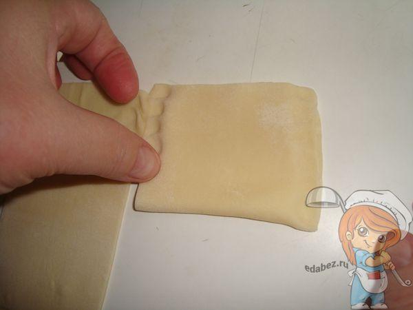Защипываем края конверта