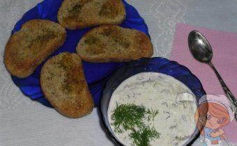 Соус дзадзики с хлебом