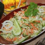 Салат из сырых кабачков с огурцом
