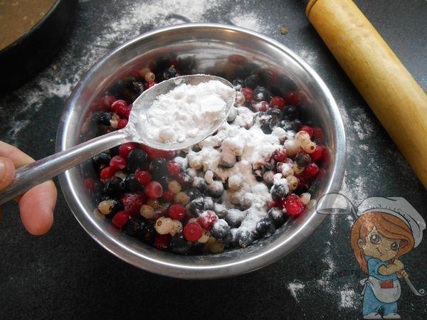 Добваляем в ягоды муку