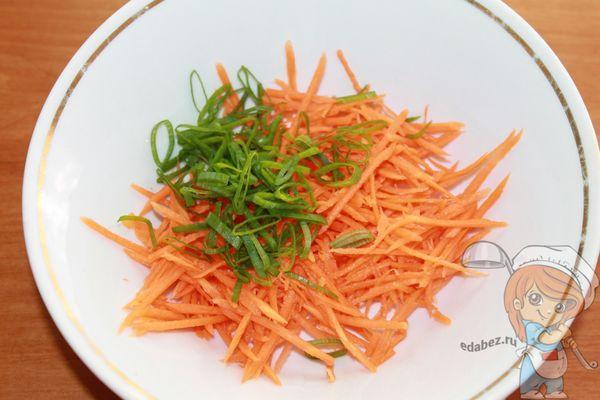 соединяем морковь и лук
