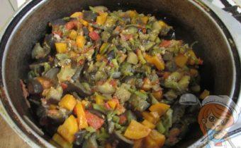 Тушим овощи в казане