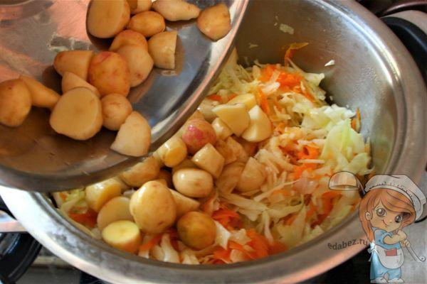 Добавляем картошку в рагу