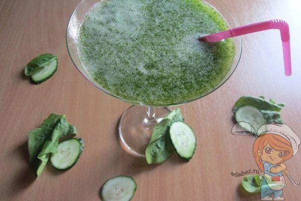 Зеленый смузи со шпинатом и огурцом