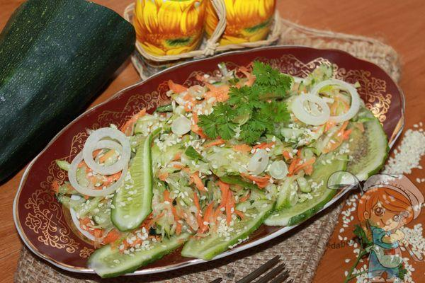 салат из молодых кабачков и огурцов