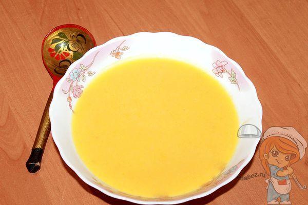 Тарелка с супом пюре