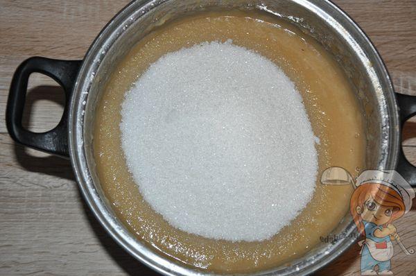 Добавляем сахар в пюре
