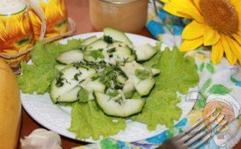 Салат из сырых кабачков с чесноком