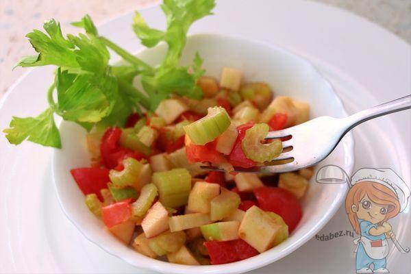 Салат из сельдерея и яблока