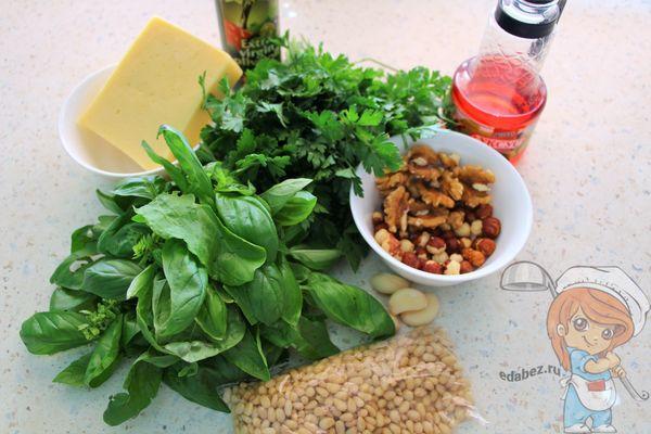 Ингредиенты для соуса песто из базелика