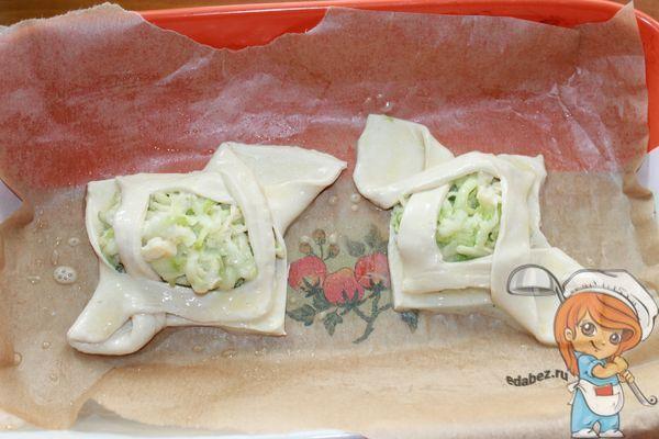 Отправляем в духовку слойки из кабачков