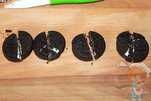 Разрезаем печеньки орео
