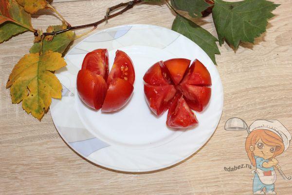 нарезаем помидоры в виде цветка