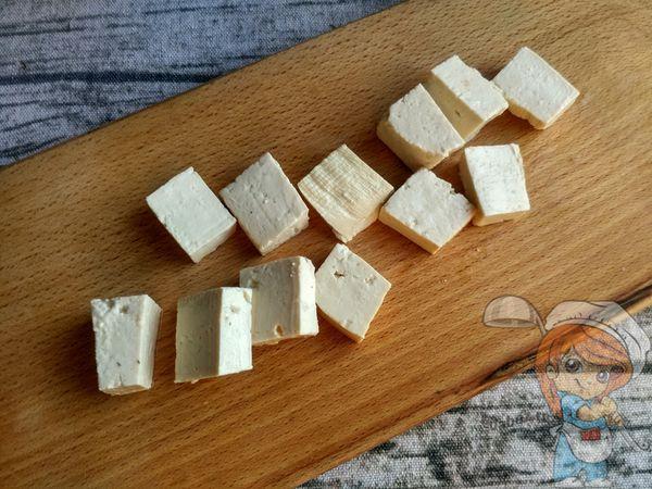 Тофу кусочками
