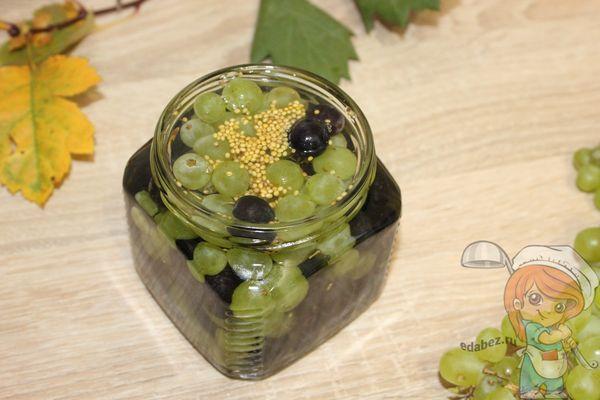 Заливаем сиропом виноград