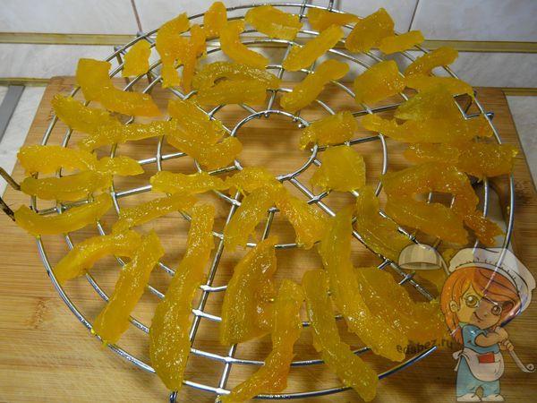 кусочки тыквы на сушилке