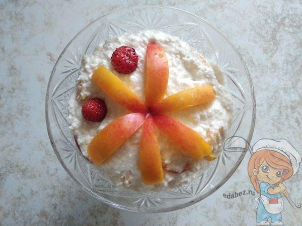 Украшаем десерт фруктами