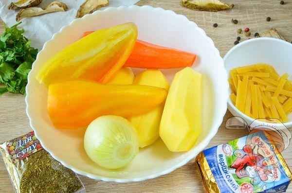 Чистим и нарезаем овощи для супа