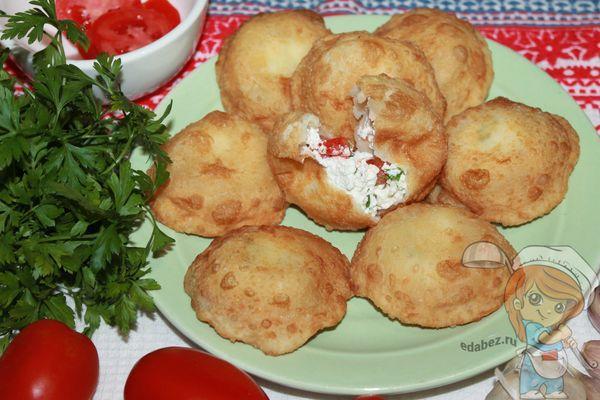 пирожки бомбочки с помидорами и творогом: рецепт с фото