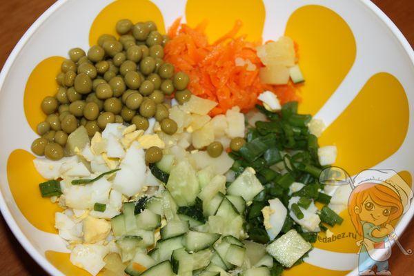 заготовка салата в тарелке