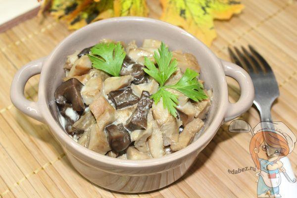 грибы со сметаной и зеленью