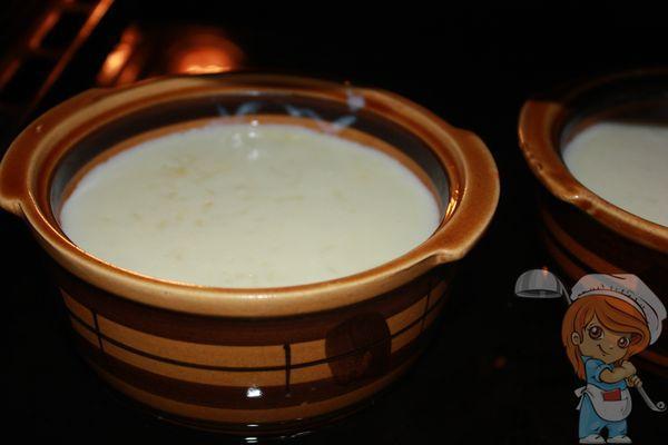 Ставим блюдо на противень с водой