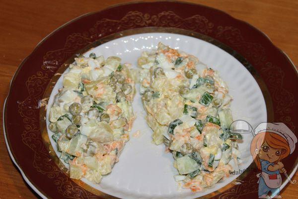 оформляем салат в виде шишек
