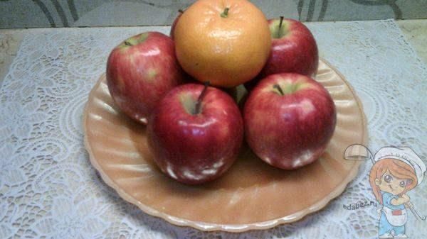 яблоки и мандарин