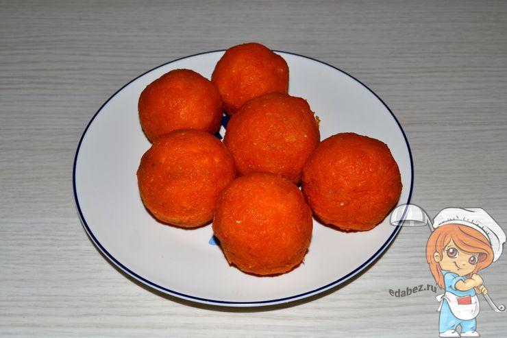 Облипляем морковью шарики