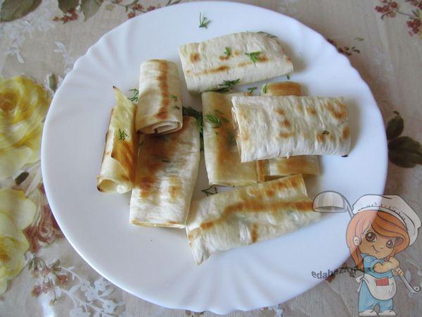 Закуска лаваш с сыром на сковороде