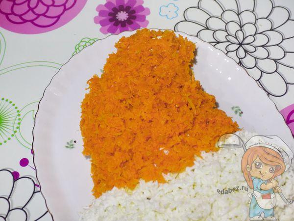 формируем красную часть шапки при помощи моркови