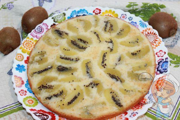 простой и яркий пирог с киви