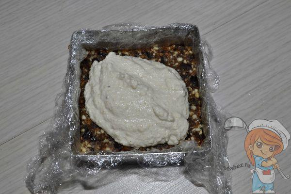 Выравниваем слой пирожного