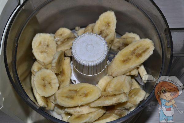 Измельчаем в кашу бананы