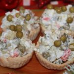 вегетарианский салат оливье в тарталетках