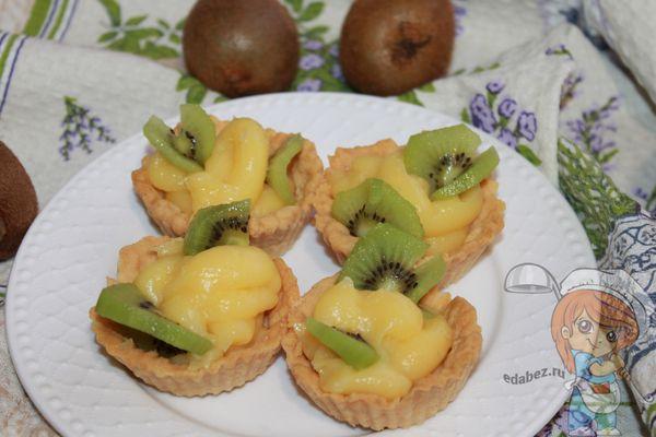 сладкие тарталетки с киви и апельсином