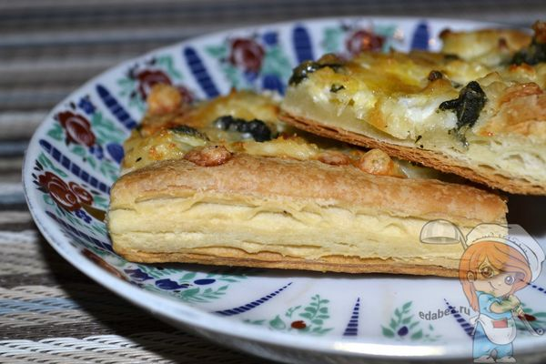 пирог из слоеного теста с сыром - рецепт