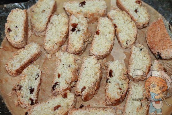 выпекаем кусочки итальянского печенья