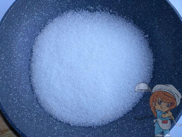 сахар в сковороде
