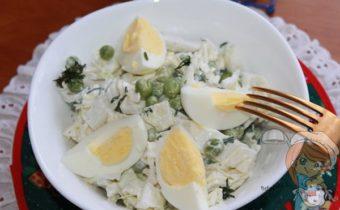 салат из пекинской капусты с зеленым горошком