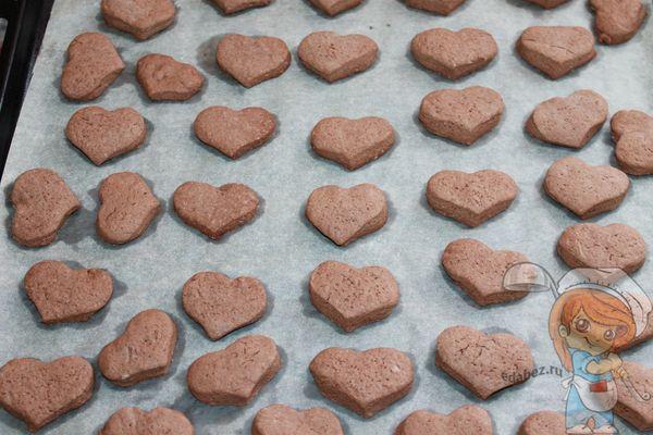 выпекаем печенье сердечки