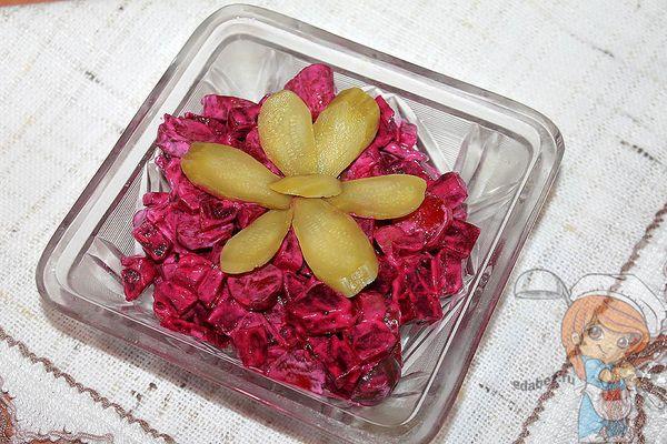 Салат из вареной свеклы - рецепт с фото