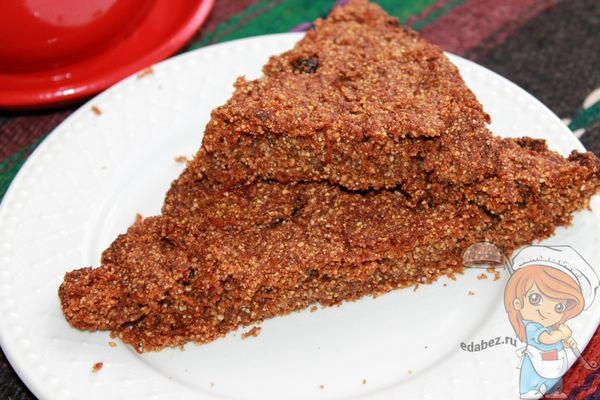 Пирог из гречневой муки с морковью