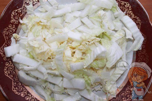 нарезаем капусту соломкой