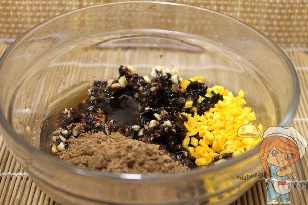 всыпаем какао, цедру и мед